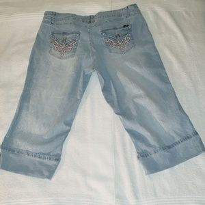⬇️PriceDrop - Plus Size Capri Denim Jeans - 24